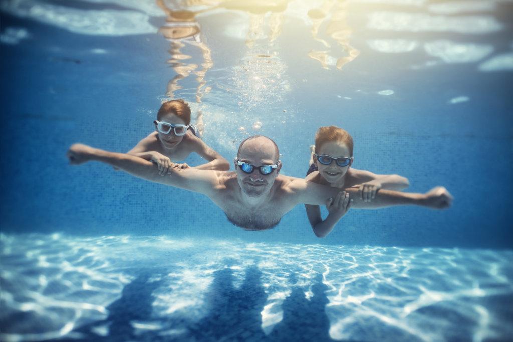 zwembad natuurlijk! nfn naaktzwemmen