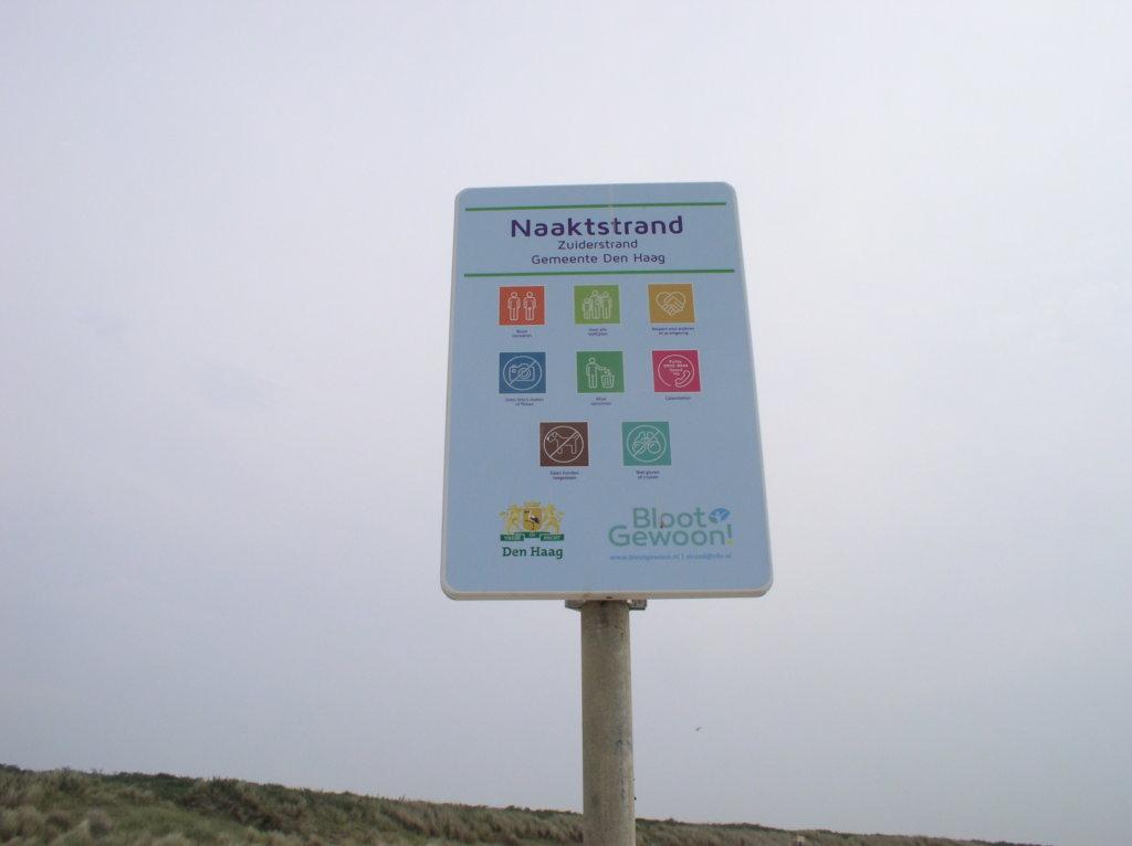 Naaktstranden Scheveningen en Westduinpark voorzien van nieuwe borden