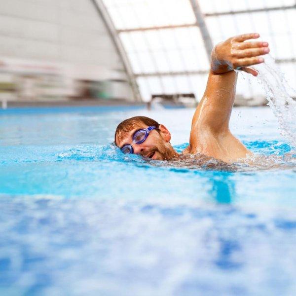 zwembad man natuurlijk! nfn